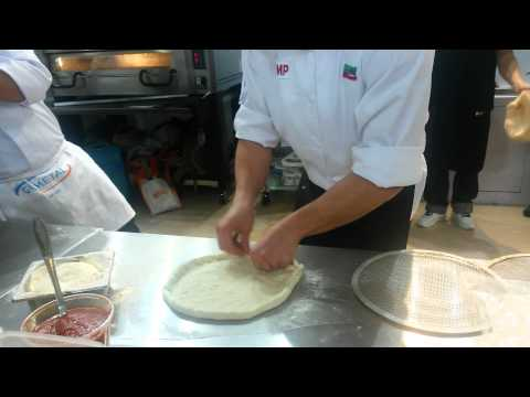 «Пицца с наполненной корочкой (сыр моцарелла и ветчина).