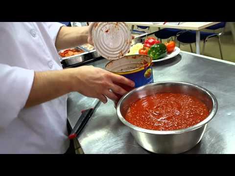 Открываем банку с пицца-соусом компании STERILTOM