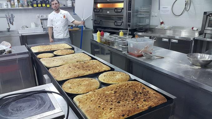 Пицца-теглия или пан-пицца из муки итальянского бренда 5 Stagioni