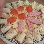 Хот-дог пицца с мясными ингредиентами компании