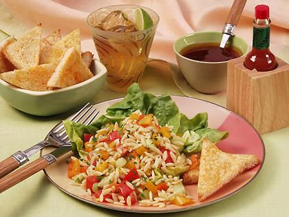Рецепт от бренда TABASCO®: салат с пастой orzo